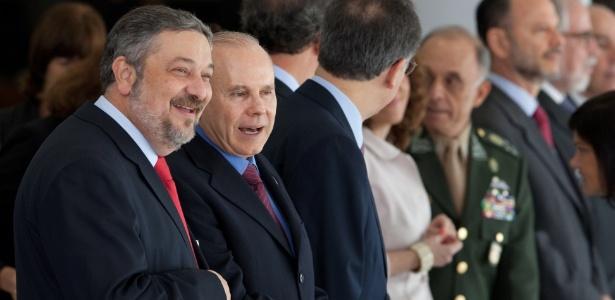Os ex-ministros Antonio Palocci e Guido Mantega em foto de 2011