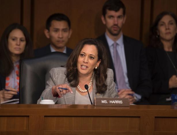 Senadora Kamala Harris, questiona o secretário de justiça dos EUA, Jeff Sessions, durante audiência do Comitê de Inteligência do Senado - STEPHEN CROWLEY/NYT