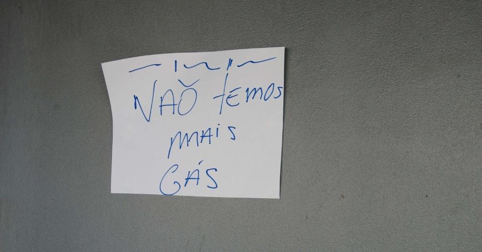 Distribuidora amanhece sem gás em Caxias do Sul (RS), nesta segunda-feira (28). Todos os botijões no pátio estão vazios
