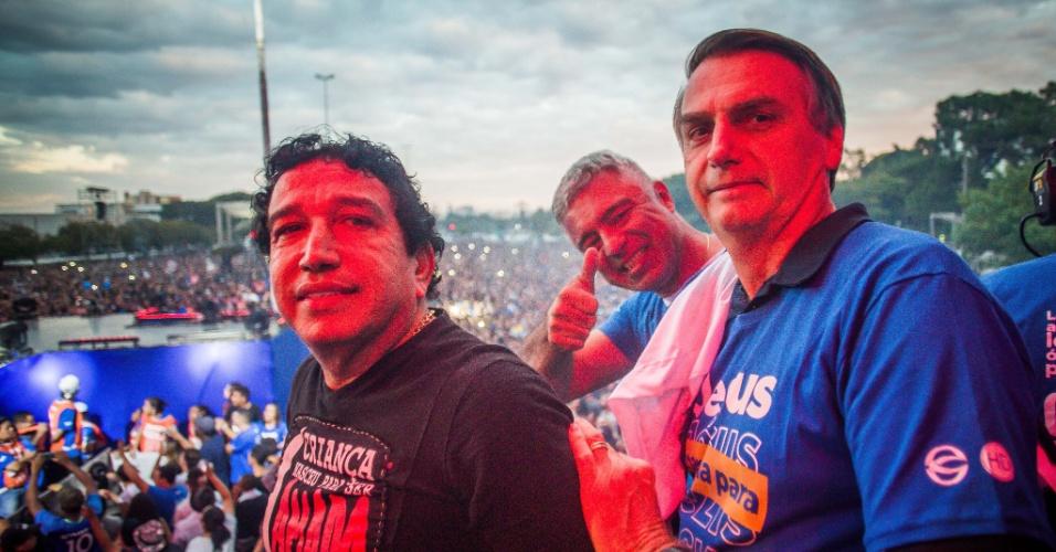 31.mai.2018 - Participam da Marcha para Jesus o senador Magno Malta (à esq.), o deputado federal Major Olímpio (centro) e o deputado federal Jair Bolsonaro