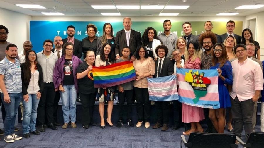 Ministra dos Direitos Humanos de Bolsonaro (ao centro) se reúne com lideranças LGBT - Reprodução