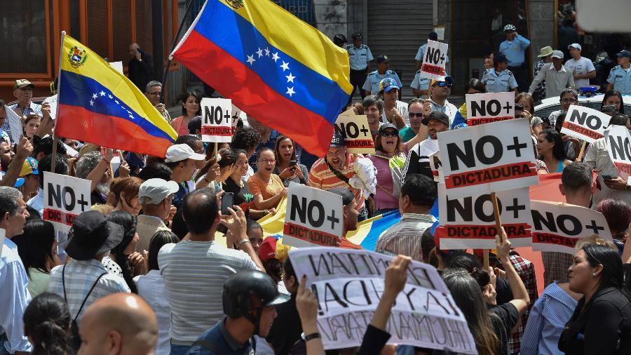 30.jan.2019 - Protesto contra o presidente da Venezuela Nicolás Maduro convocado pelo líder oposicionista e autoproclamado presidente Juan Guaidó - YURI CORTEZ / AFP