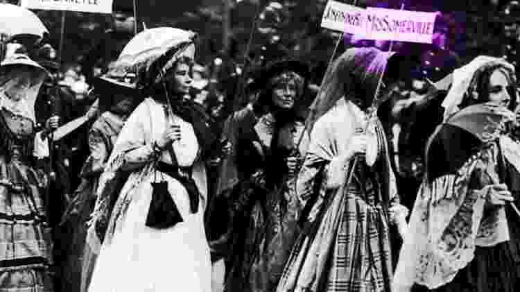 Em um desfile em 1911 em que sufragistas se vestiram como mulheres famosas, uma delas foi de Mary Somerville - Getty Images