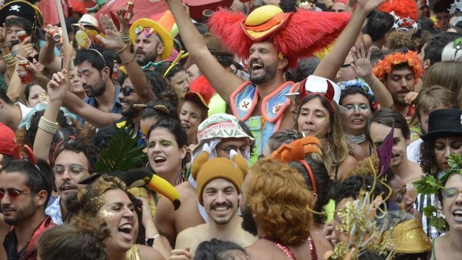 Bloco Cordão do Boitatá anima os foliões em baile multicultural na praça XV, no Rio de Janeiro, celebrando a ancestralidade africana - Fernando Frazão/Agência Brasil