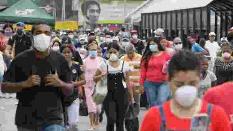 Venezuelanos que entraram na Colômbia na fronteira de Táchira e Cúcuta usavam máscaras - EPA - EPA
