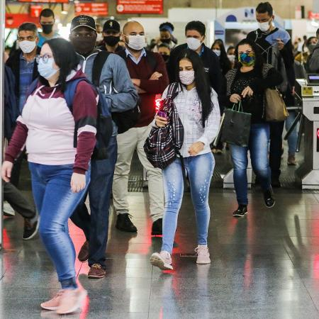 12/05/2020 - Movimentação na estação de Metrô do Tatuapé, em São Paulo, durante pandemia de coronavírus - Paulo Guereta/Agência O Dia/Estadão Conteúdo