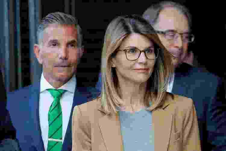 Atriz Lori Loughlin e o marido, Mossimo Giannulli, deixam tribunal em Boston - Brian Snyder - Brian Snyder
