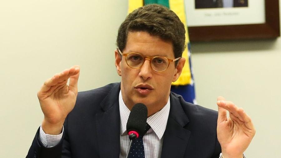 Ricardo Salles é suspeito de obstruir uma investigação sobre extração de madeira ilegal na Amazônia. - José Cruz/Agência Brasil