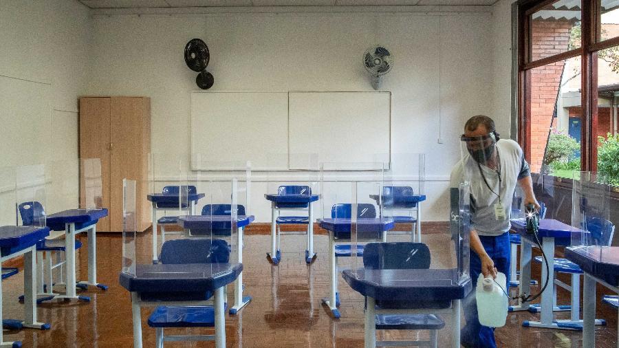 Mesmo liberados, colégios de São Paulo planejam reduzir ocupação das salas de aula nas semanas da fase vermelha - Daniel Teixeira/Estadão Conteúdo