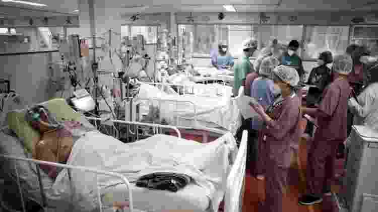 Caiu número de profissionais de saúde mortos pelo vírus - Reuters - Reuters