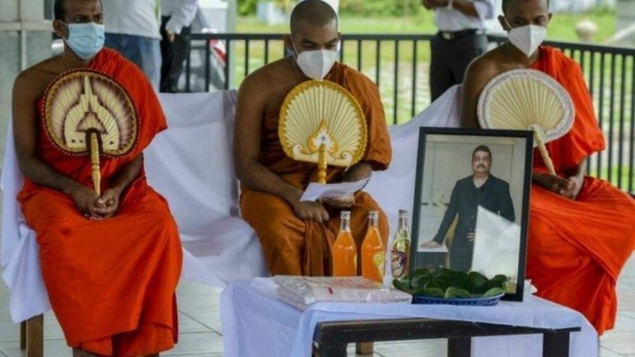 Seguidores do Xamã Eliyantha White lamentam a morte do líder religioso - Divulgação/ AFP