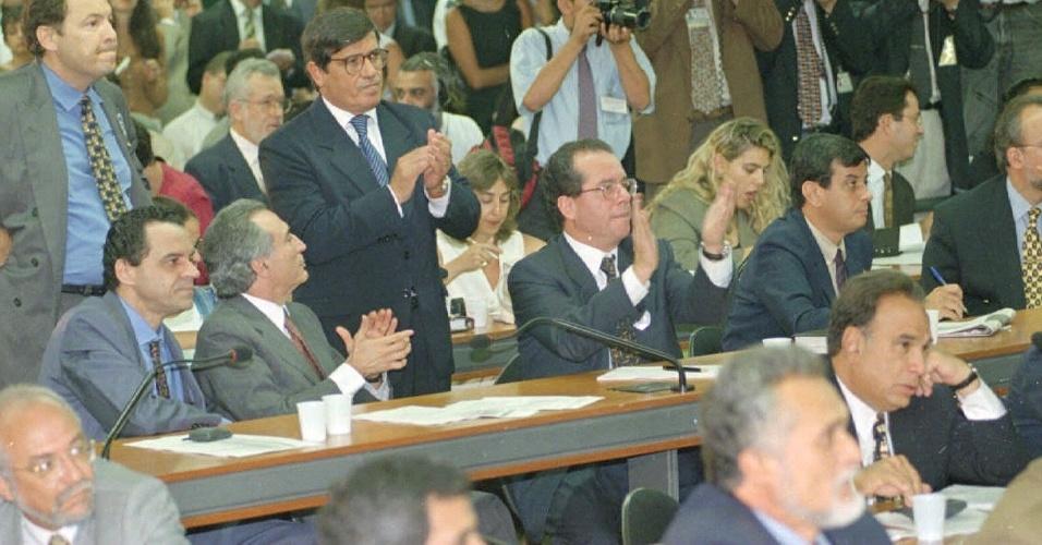 15.jan.1997 - Os deputados Michel Temer, José Anibal e Benito Gama, na votação da Comissao de Reeleição da Câmara
