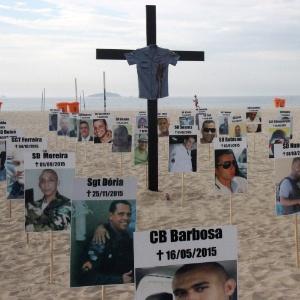 ONG Rio da Paz faz ato na praia de Copacabana, no Rio de Janeiro (RJ), em homenagem aos policiais militares mortos