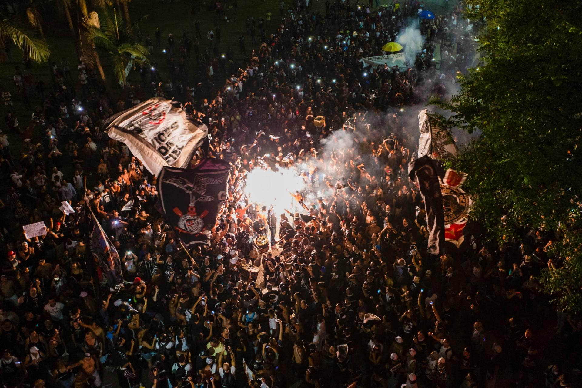 4266bb5961 Gaviões reafirma repulsa a Bolsonaro e ganha apoio da Jovem do Santos -  20 09 2018 - UOL Esporte