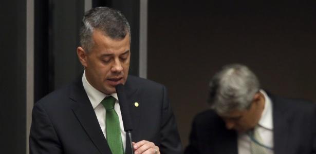 O deputado Evair Vieira de Melo (PV-ES), candidato à presidência da Câmara dos Deputados, discursa durante sessão que definirá o novo presidente da Casa, em Brasília