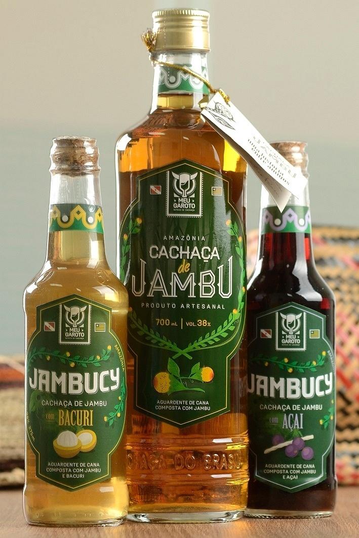 Cachaça de jambu, comercializada pela distribuidora Combu Produtos da Amazônia
