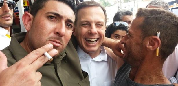 João Doria (ao centro), do PSDB, prefeito eleito de São Paulo, visita Parelheiros, na zona sul da cidade, uma das zonas eleitorais onde teve menos votos