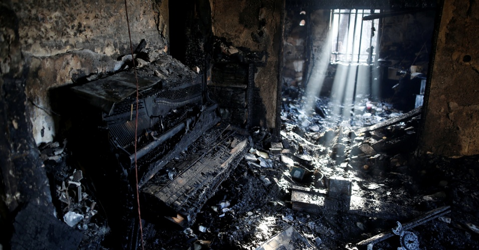 25.nov.2016 - Sala de casa incendiada em Hafa, Israel. Uma série de incêndios provocados pelo que as autoridades israelenses estão chamando de