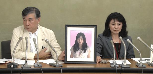 Antes de se suicidar, Matsuri Takahashi (retrato) disse que estava exausta pelo trabalho - Reprodução/TV Asahi