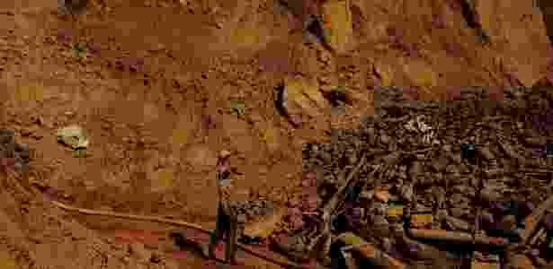 Garimpeiros buscam ouro em minas ilegais na Amazônia - Nacho Doce/Reuters