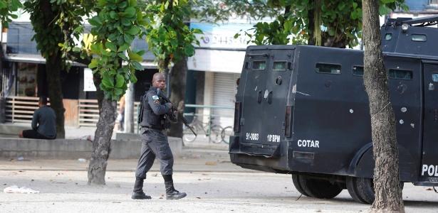 A Polícia Militar do Rio faz operação, no dia 2, para reprimir criminosos na Cidade de Deus