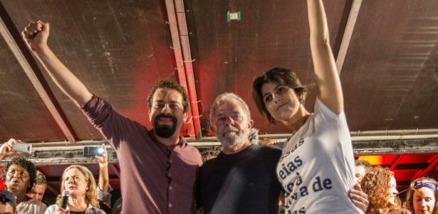 Guilherme Boulos (à esquerda de Lula) é pré-candidato à Presidência pelo PSOL