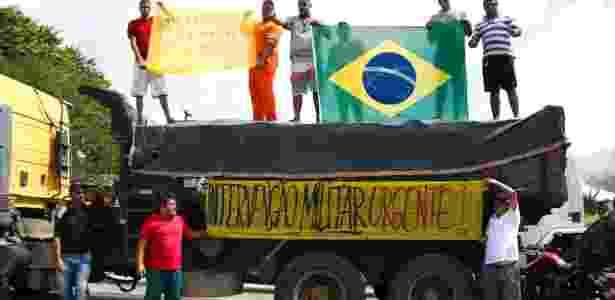 Caminhoneiros pedem intervenção militar contra o Governo Federal em João Pessoa (PB) - RANIERY SOARES/FUTURA PRESS/ESTADÃO CONTEÚDO
