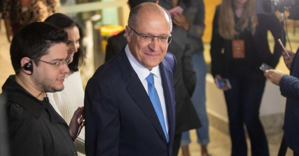 O candidato do PSDB à Presidência da República, Geraldo Alckmin, chega à sede da Rede Bandeirantes de Televisão, em São Paulo, para participar do primeiro debate entre os presidenciáveis das eleições de 2018, na noite desta quinta-feira, 09.