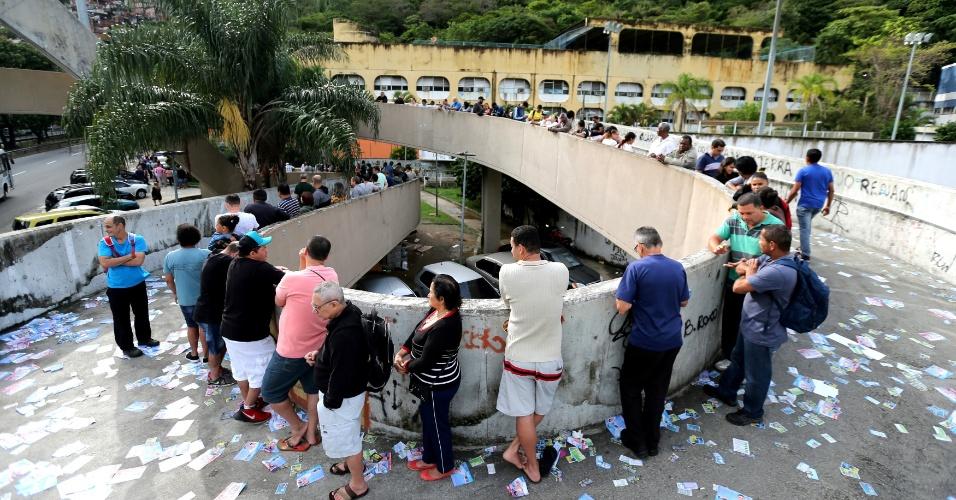 Fila se forma em uma das zonas eleitorais do Rio de Janeiro