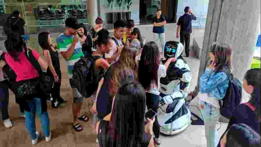 Promobot V4 participa de evento em universidade paulista - Divulgação/Umbô