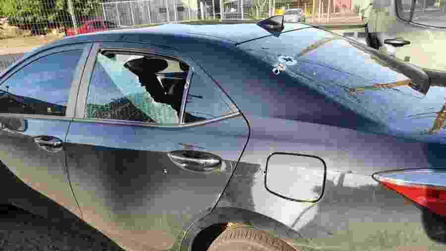 Veículo do deputado com marcas de bala na lataria e janelas - Reprodução/Facebook