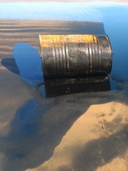 Barril com óleo encontrado na praia do Jatobá, no Sergipe - Divulgação