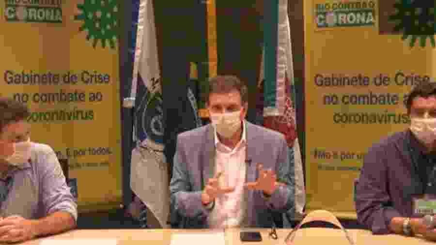 Crivella aparece em vídeo usando máscara de proteção - Reprodução/Facebook
