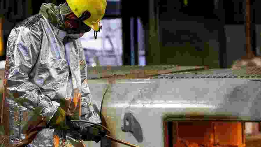 Trabalhador em indústria siderúrgica em Ipatinga (MG)17/04/2018REUTERS/Alexandre Mota - REUTERS