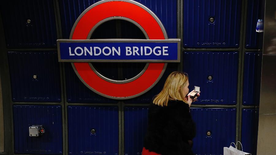 Estação London Bridge foi fechada por precaução após relatos de item suspeito - Luke MacGregor/Reuters