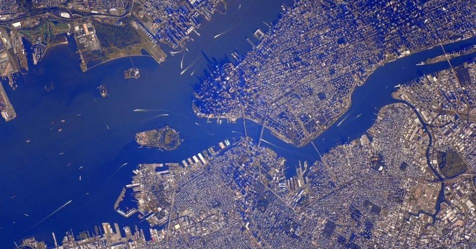 18.set.2015 - O astronauta da Nasa (Agência Espacial Norte America) Scott Kelly mostra Nova York (EUA) vista do espaço. Em sua conta no Twitter, Kelly comentou: