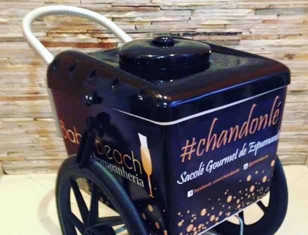 Carrinho utilizado pelo empresário Ruan Nemeczymk, 27 anos, para vender Chandonlé, sacolé feito de Chandon com frutas