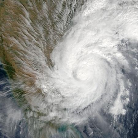 Vórtice do ciclone tropical 03B que atingiu a costa leste da Índia no fim de 2003 - BBC