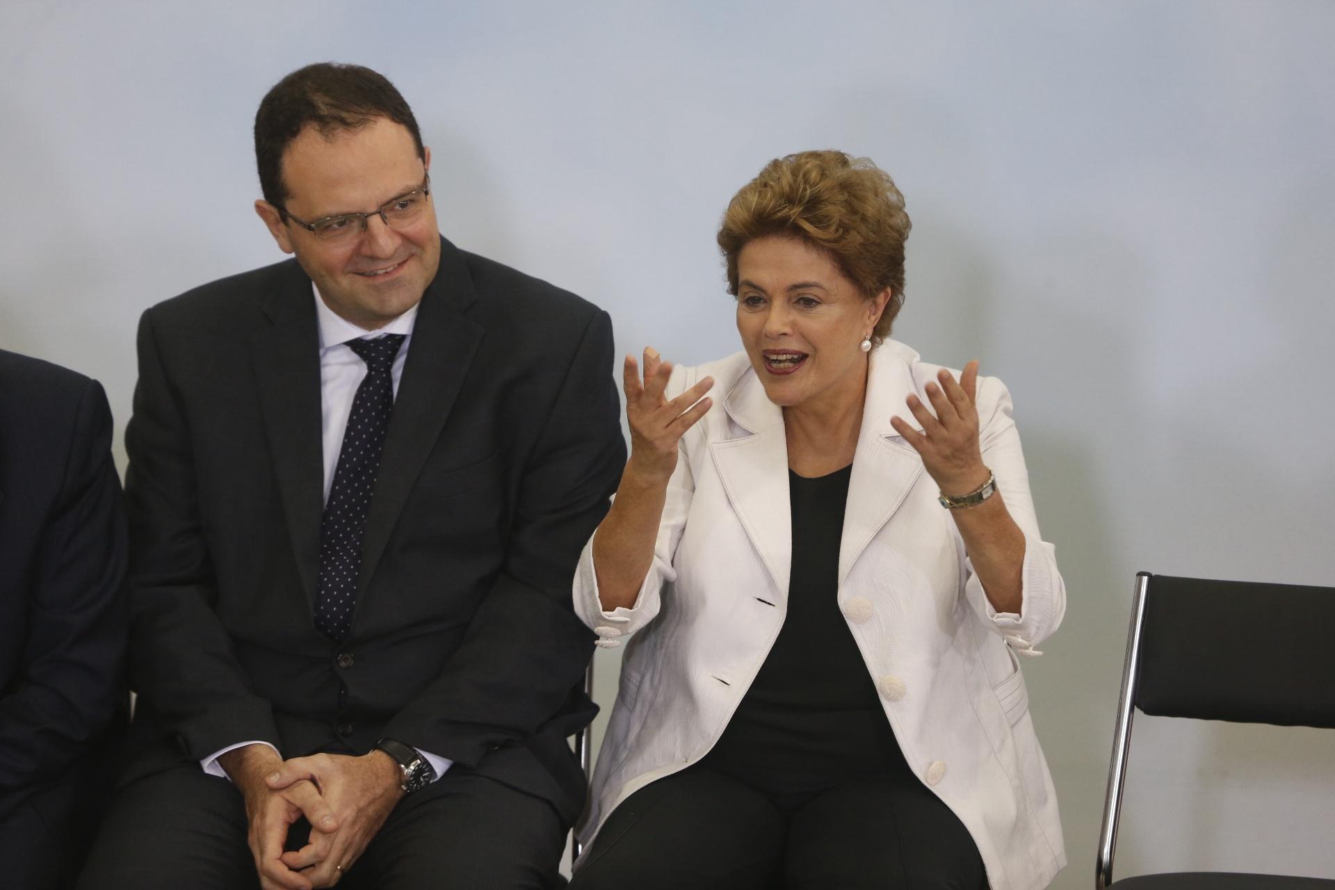 30.mar.2016 - A presidente Dilma Rousseff participa do evento de lançamento da terceira etapa do programa Minha Casa, Minha Vida, no Palácio do Planalto, em Brasília