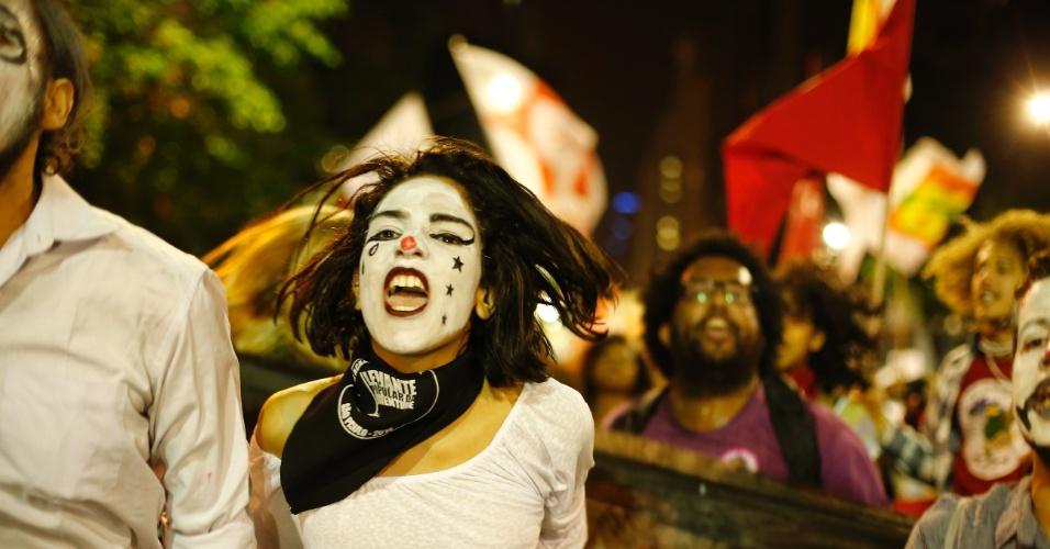 10.jun.2016 - Manifestantes protestam contra o governo do presidente interino Michel Temer no centro do Rio de Janeiro. Cidades de ao menos 15 Estados das cinco regiões do Brasil receberam protestos contra o governo interino