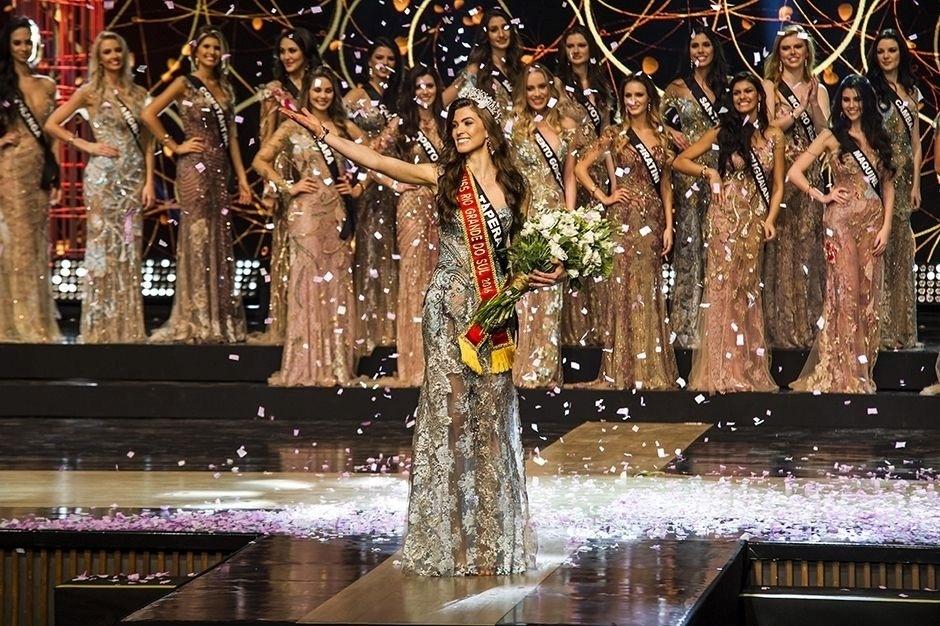 24.jul.2016 - Representante da cidade de Tapera, Letícia Kuhn, de 22 anos, foi eleita Miss Rio Grande do Sul 2016. No concurso, realizado em Porto Alegre na noite deste sábado (23), ela desbancou ouras 29 concorrentes