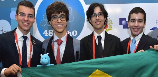 Todos os quatro estudantes da delegação brasileira conquistaram medalhas na Olimpíada Internacional de Química, na Geórgia - Divulgação