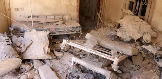 Sala de hospital é vista após bombardeio em área rebelde de Aleppo, na Síria