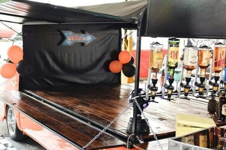 Ruana's Beer, Kombi adaptada para a venda de bebidas