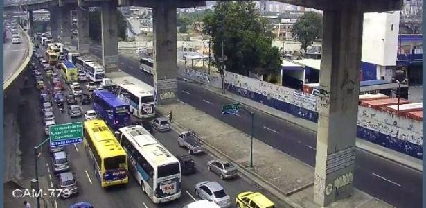 Protestos provocam engarrafamentos na região central do Rio de Janeiro - Reprodução/Twitter