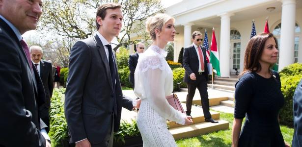 5.abr.2017 - Ivanka Trump e seu marido, Jared Kushner, no Rose Garden da Casa Branca, em Washington
