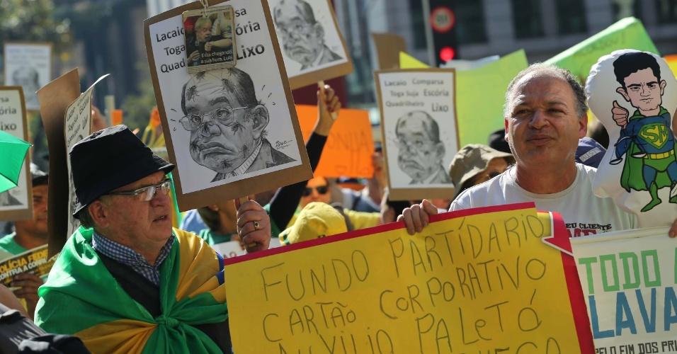 27.ago.2017 - Manifestantes se dizem contra a atitude do ministro Gilmar Mendes, do STF (Supremo Tribunal Federal), de conceder habeas corpus para envolvidos na Lava Jato no Rio de Janeiro