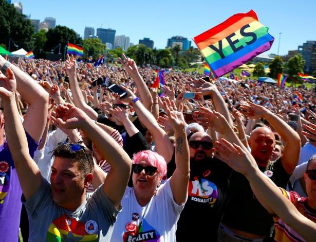 15.nov.2017 - Australianos comemoram aprovação do casamento gay no país