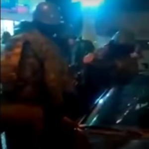 Reprodução do vídeo que mostra militares agredindo homem na Cidade de Deus - Reprodução/YouTube