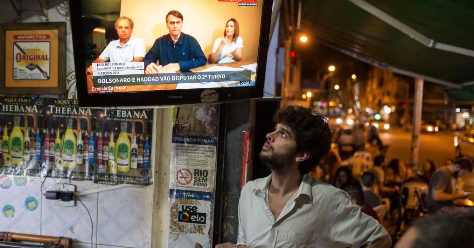 Em seu primeiro pronunciamento após a confirmação de que haverá um segundo turno, o candidato à Presidência Jair Bolsonaro (PSL) voltou a questionar as urnas eletrônicas e disse que, se não houvessem ocorridos problemas ao longo da votação, teria sido eleito no primeiro turno